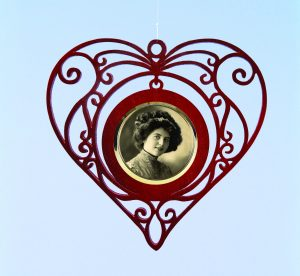 Filigree Heart Frame