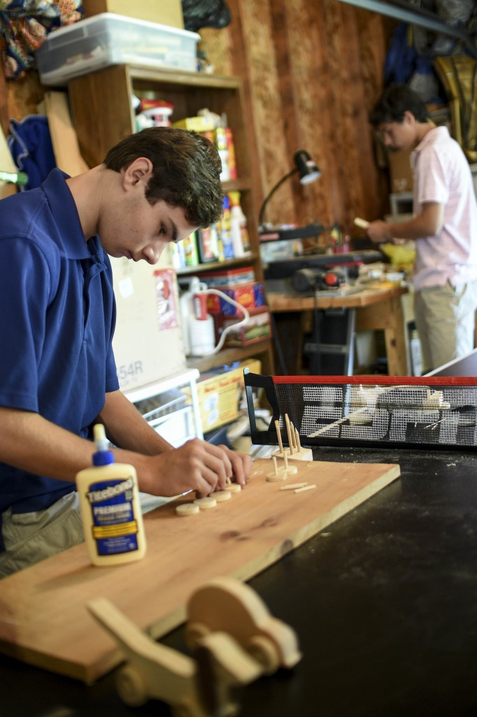 Toys For The Homeless : Hun brothers build toys for homeless children scroll saw
