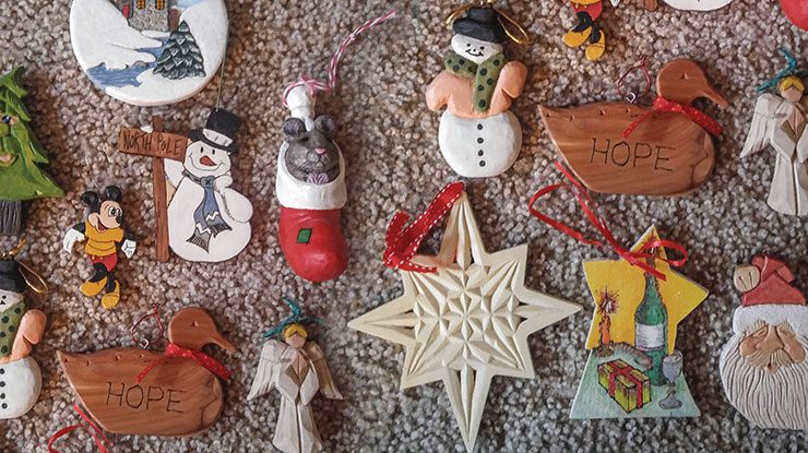 The Cumberland Valley Woodcarvers Club Spreads Christmas Cheer